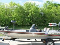 2010 TRACKER MARINE TRAILERONLY 33 HOURSTHIS BOAT IS