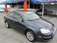 This 2010 Volkswagen Jetta 4dr SE Sedan . It is