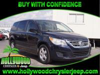 CLEAN CARFAX, LEATHER SEATS, 3RD ROW SEATING FOR THE