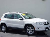 **SUNROOF / MOONROOF**, **CLEAN CARFAX**,
