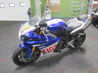 EXTREMELY CLEAN 2010 YAMAHA YZF-R1 LE! The YZF-R1 LE