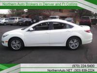 Exterior Color: performance white, Body: Sedan, Engine:
