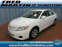 ATTENTION!!! CLEAN CARFAX and ONE OWNER. Camry LE. Join