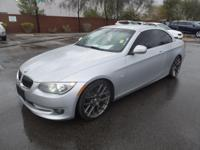 FUEL EFFICIENT 28 MPG Hwy/18 MPG City! 328i trim. ONLY