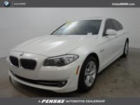 EPA 32 MPG Hwy/22 MPG City! Alpine White exterior and