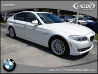 FUEL EFFICIENT 28 MPG Hwy/19 MPG City! Spotless, CARFAX