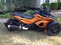 2011 CAN-AM Spyder RS with only 1622 miles on it.