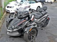 Like new 2011 Can-Am Spyder RS-S SM5 (manual 5-speed w/