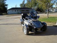 Can Am Spyder RT SM5 in excellent condition. It has