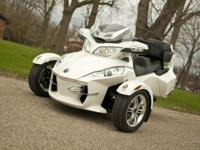 2011 Can-Am Spyder RT Limited SE5 as new, low miles,