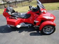 Can-am Spyder new and it has been perfectly maintained.
