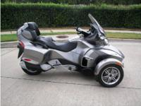 Cruiser Motorcycle, Gray, 1,000 cc, V-Twin, 19,650