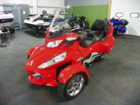 SUPER CLEAN 2011 CAN-AM SPYDER RT-S SM5 WITH ONLY 6,796
