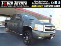 Options:  2011 Chevrolet Silverado 1500 Ltz|Tow Hitch|