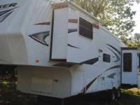 2011 Crossroads Cruiser CF31RE 5th Wheel This 33 foot