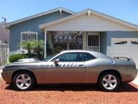 Dodge Challenger R/T Hemi V8 5.7L 392 hp w/ Mopar body