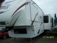 2011 Dutchmen Coleman CTF-325-RL 5th Wheel. 35 Feet 3