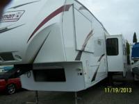 2011 Dutchmen Coleman CTF-325-RL 5th Wheel. 35 Feet 3
