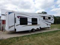 Like new 2011 model Grand Junction. Fifth-wheel 347RE