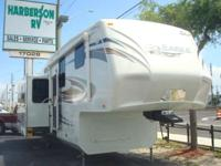 2011 Eagle RVs 321RLTS ONE OWNER MINT CONDITION!! The