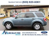 ONE OWNER 2011 FORD ESCAPE XLT 4X4 EQUIPPED WITH MOON
