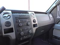 This Ford F-150 has a powerful Gas/Ethanol V6 3.7/227