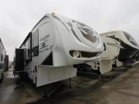 2011 Fuzion 412 Toy Hauler by Keystone -The cleanest