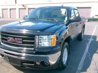 4X4! Short Bed!  This terrific-looking 2011 GMC Sierra