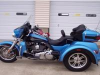 2011 Harley Davidson FLHTCUTG Tri Glide Ultra Classic.