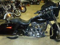Inspect out all the Harley-Davidson Street Glide FLHX