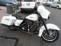 2011 Harley-Davidson FLHX Street Glide w/ ABS &
