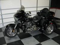 2011 Harley Davidson Tri-Glide trike that is SHARP!!.