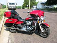 2011 HARLEY DAVIDSON ULTRA CLASSIC LIMITED CHERRY RED
