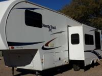 2011 HEARTLAND NORTHTRAIL 28BH  ***LARGE SLIDE ***FULL