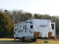 34' Jayco Eagle with 2 Slideouts  322FKS Spacious Front