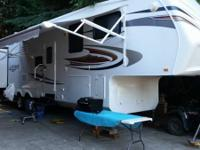 This 2011 Jayco Eagle is in excellent condition. This