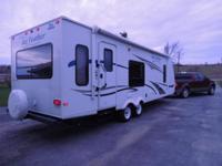 2011 Jayco Jay Feather (Model 28U) 27' Travel Trailer.