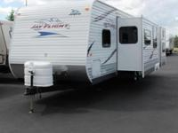 2011 Jayco Jay Flight 31BHDS. Previously owned Bunk