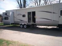 2011 40ft Jayco Jay Flight Bungalow Travel Trailer in