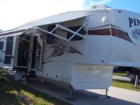 2011 Jayco Pinnacle, 20,000 miles miles, Length: 36,