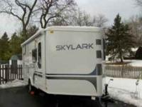 Description MUST SEELike-new 2011 Jayco Skylark FBV