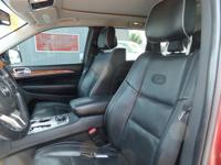 Navigation! Moonroof! Hemi! This 2011 Jeep Grand