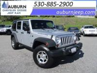 4WD, TOWING PACKAGE, ONE OWNER! This sporty 2011 Jeep