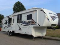 2011 Keystone Avalanche 320rk, 34 foot 5th wheel, 2