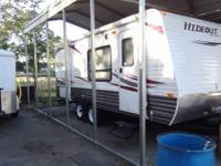 2011 Hideout 19' travel trailer must see, only