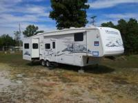 Exceptionally maintained 2011 Keystone Montana 3400RL.