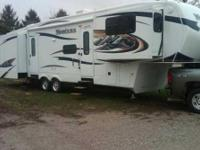 2011 Keystone Montana Hickory Edition 5th Wheel. This