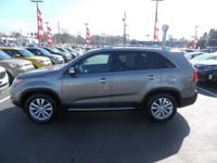 Come see this 2011 Kia Sorento EX. Its Automatic