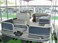2011 Lowe SF214 Tri-Toon with Strakes 90hp Merc Optimax