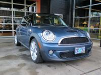 FUEL EFFICIENT 34 MPG Hwy/26 MPG City! CARFAX 1-Owner,